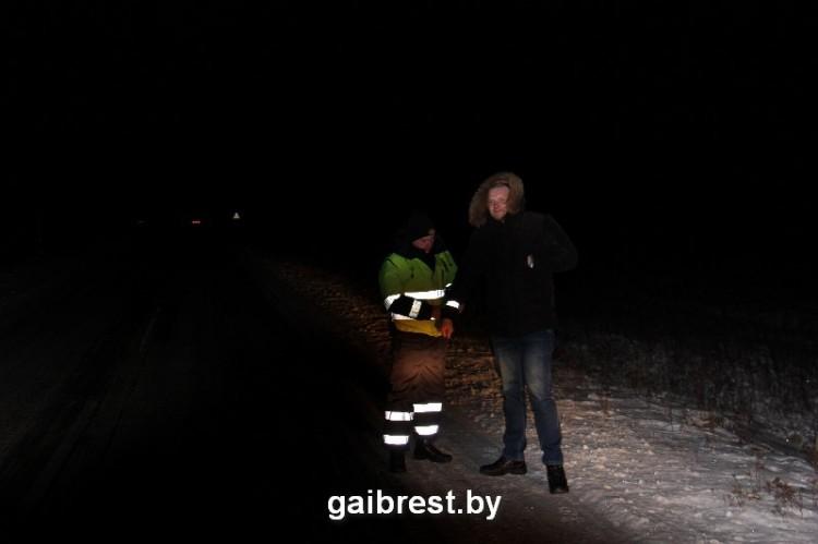 Сотрудники ГАИ помогали верующим безопасно добраться домой в Рождественскую ночь